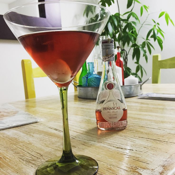 Deliciosa preparación #vino #vodka y #lychi #comedor