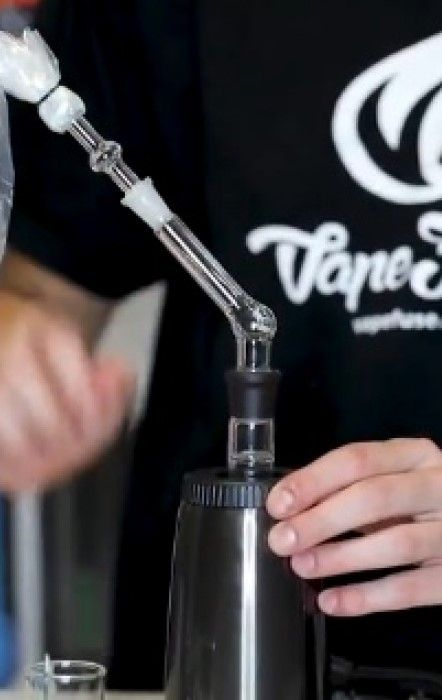The Arizer Extreme Q Desktop Vaporizer Review by Matt @VapeFuse. Check Out the Product Page and Video 👇