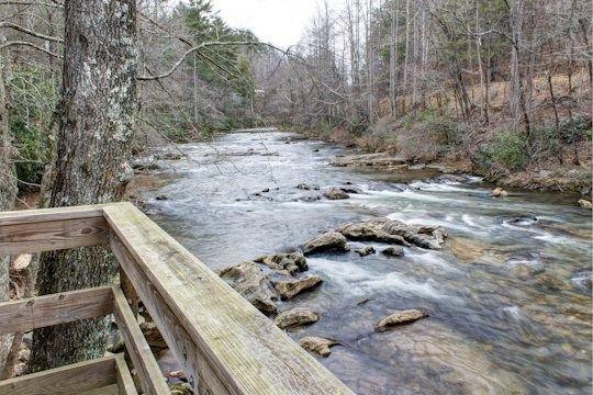 Helen, GA Cabin Rentals | River Haus | Rustic 1 Bedroom Cabin Set on the River