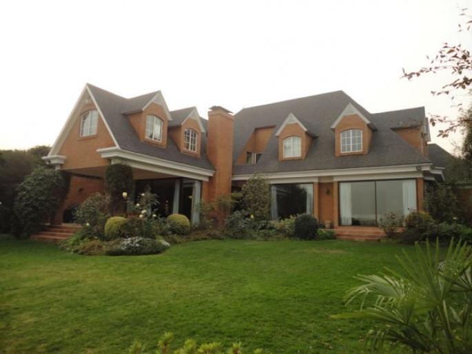 Excelente casa inglesa en condominio. Informe de Engel & Völkers | T-1413592 - ( Chile, Región Metropolitana de Santiago, Lo Barnechea, La Dehesa Central )