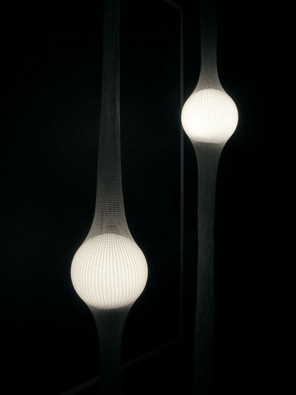 .:: The height of this glowing globe lamp can be adjusted in a net. ::.FUKUSADA DESIGN : Ryosuke Fukusada