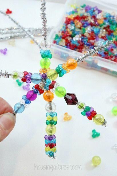 Einfache Weihnachtsverzierungskinder können ~ Perlen-Schneeflocken-Verzierung machen