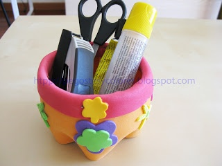 Pencil Holder made with a plastic bottle and foamy - Porta Lápices con Envase de Plastico y Foamy