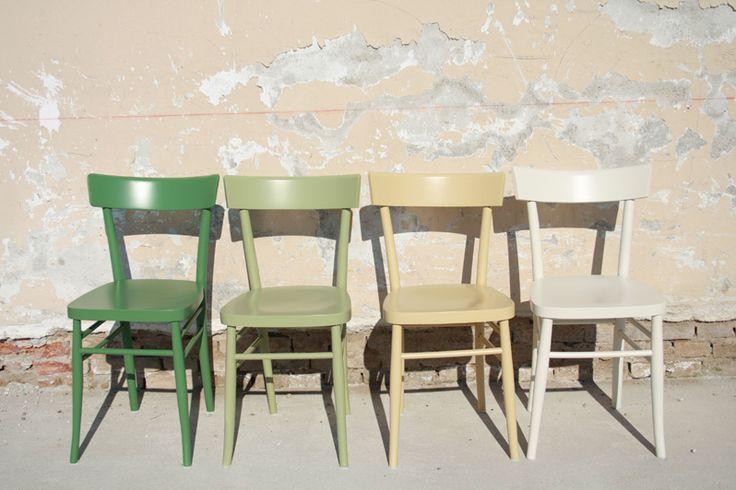 vecchie sedie verde chiaro beige crema shabby