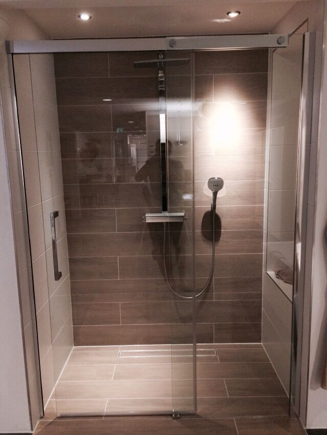 25 beste idee n over glazen douches op pinterest douche deuren badkamer douches en glazen douche - Credence glazen badkamer ...