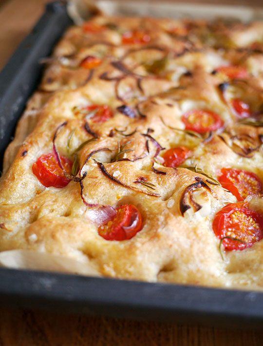 Foccacia med tomat og løg