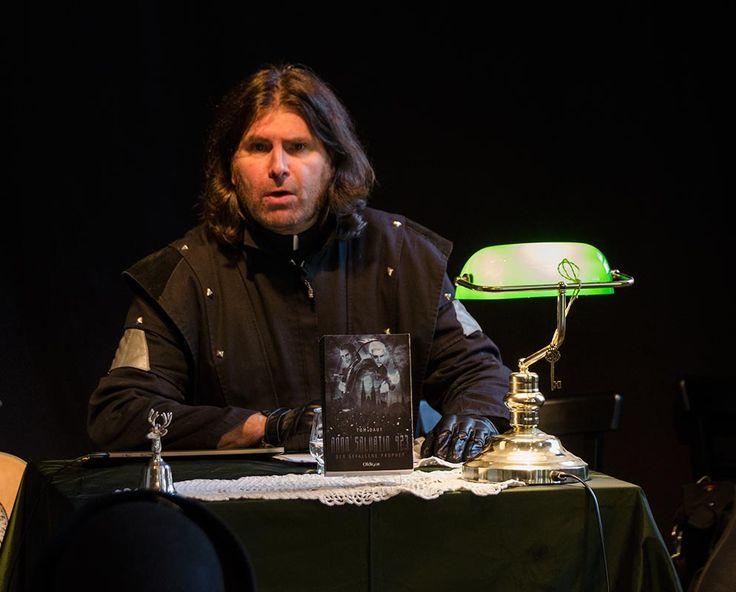 """Der Tom Daut in Action Lesung 24.10.15 Release Party """"Rheingold. Kunsthaus Essen. Fotograf: Stefan Holzhauer"""