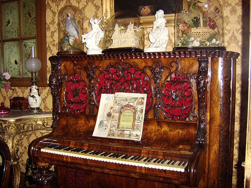 Pianola in Victorian Parlour by tillytrotter, via FlickrFantastic Piano, Victorian Parlour, Piano Perfect, Victorian Pianola, Antiques Piano, Decor Piano, Parlour Sportsgirl