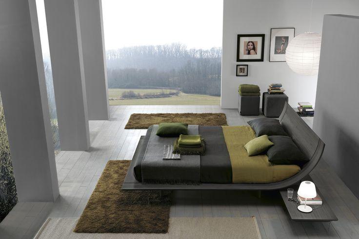 Aqua bed with a grey oak integrated slatted base and hung night stands. eige sahara.__ Letto Aqua con rete integrata in rovere grigio, piani comodino sospesi.