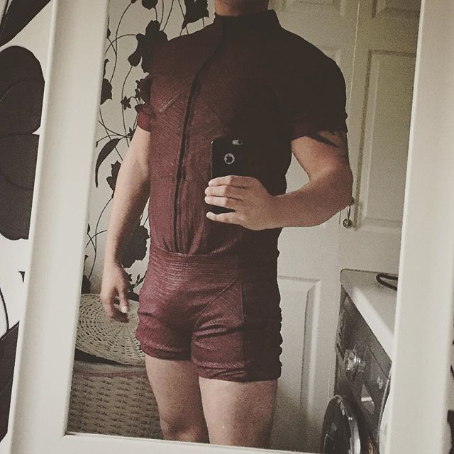 GUYS IT HAS FUCKINT ARRIVED!!!! My #batmanvsuperman #dawnofjustice #robin suit has arrived!!! Over the moon and can't wait to get the buckles and try it all on! #batman #jasontodd #redhood #dc #dccomics #cosplay #cosplayer