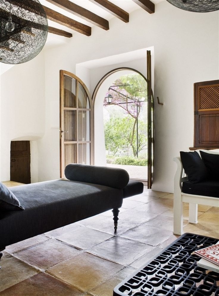 Rustic Spanish farm located in Palma de Mallorca was transformed into a private holiday residance back in 2009. The interior represents an eclectic balance between the comfortable  rustic and clean sophistication.