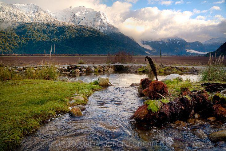 https://flic.kr/p/zLRcZC | El arrollo - Peulla (Patagonia - Chile) | El Cruce de los Lagos Andinos es un viaje que se realiza saliendo desde Puerto Varas a Bariloche cruzando cuatro lagos de la patagonia Chilena y Argentina (Llanquihue, Todos Los Santos y Lago Frias, Nahuel Huapi en Argentina). El recorrido  se hace combinando buses y catamaranes a ambos lados de la Cordillera de Los Andes pasando por Peulla. El recorrido permite ver paisajes de increible belleza escenica de gran fama…