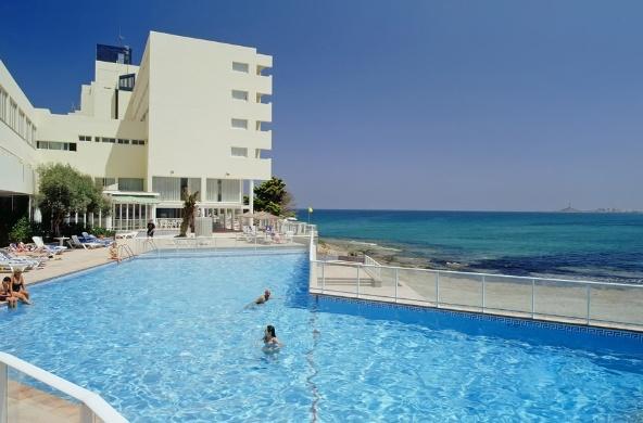 El Hotel Servigroup Galúa en La Manga del Mar Menor, en primera línea de mar del Mediterráneo. // The Servigroup Galua Hotel is located in a superb position on the seafront  in La Manga del Mar Menor. #Mediterranean Sea.