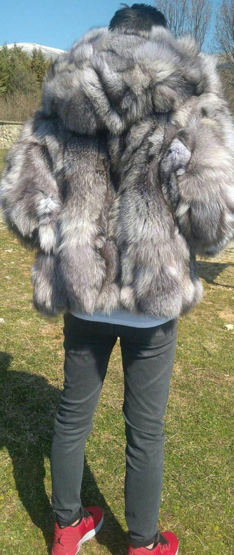 Neu in!!! Echter Kapuze Herren moderne kurzes Fell Jacke aus natürlichen Silberfuchs! Sie können es auch mit Reißverschluss Leder bestellen. Auch können Sie es bestellen mehr oder wie eine Weste oder ohne Kapuze. Die perfekte Winterjacke!!! Bestellen Sie Ihre Größe, Länge oder Modell!