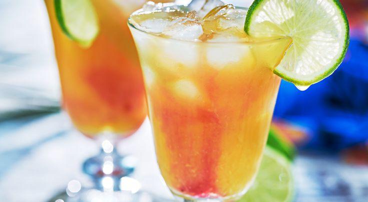 Recept på Mai Tai. Den här drinken har blivit något av en nationaldrink på Hawaii. Mai Tai syftar på det tahitiska ordet för god.