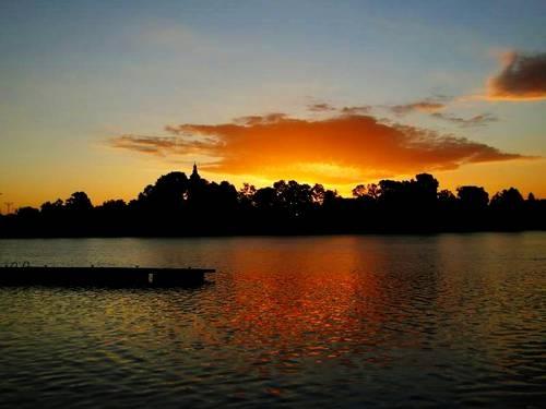 Wschód słońca nad jeziorem Mikorzyńskim koło Konina  Sunrise over Lake Mikorzyńskie near Konin