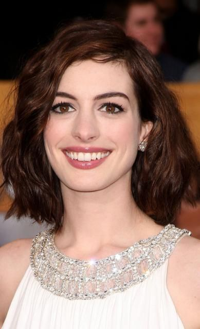 Too short?: Annehathaway, Style, Long Bob Haircuts, Color, Wavy Bob, Makeup, Long Bobs, Photo, Anne Hathaway