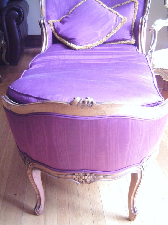 Francés púrpura sofá desmayo Hollywood por veryfrenchbydesign