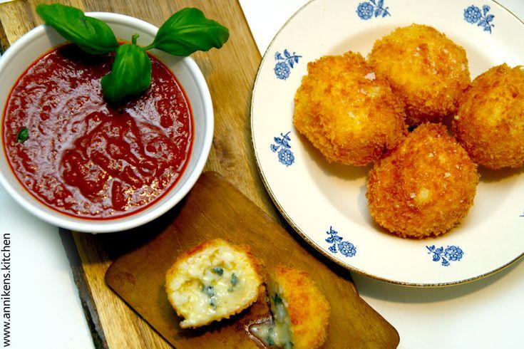 Syndefulle risboller fylt med Blå Castello - Annikens Kitchen