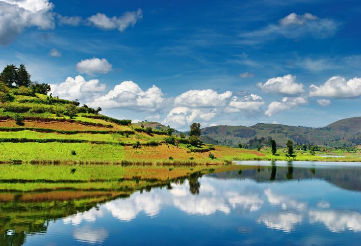 Η λίμνη Bunyonyi στην Ουγκάντα