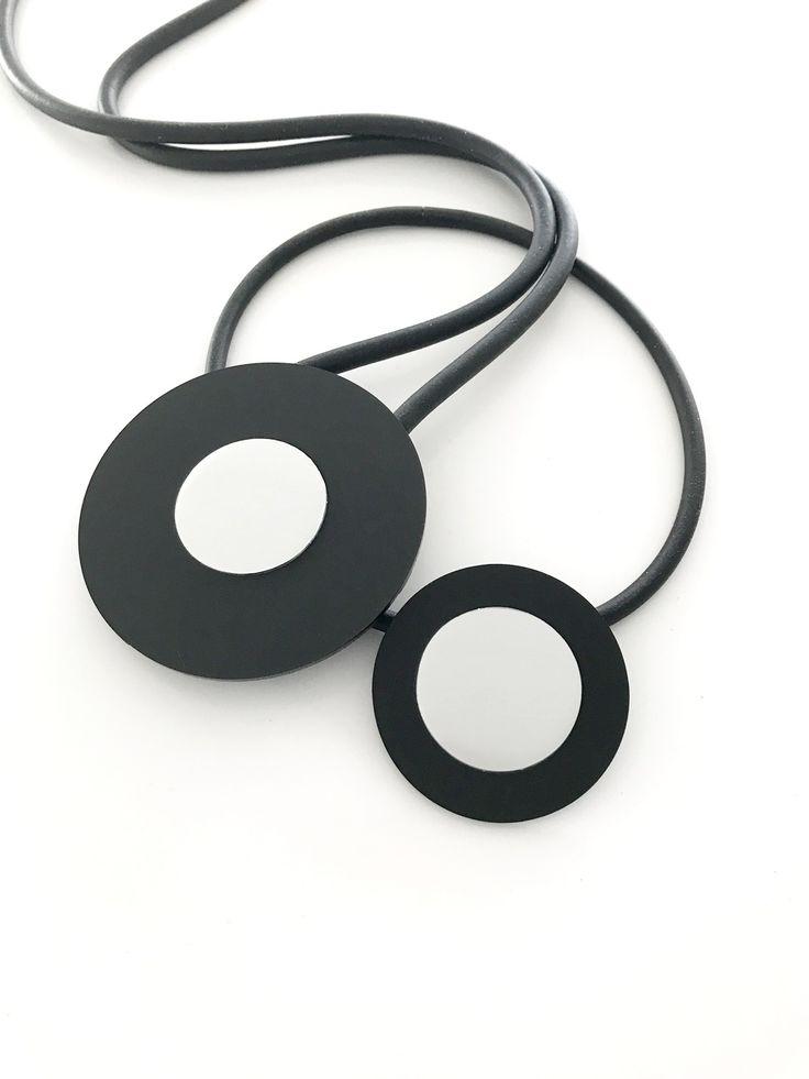 Halsband, plexiglass, aluminium, gummi, handgjor. Necklace, plexiglass, aluminium, rubber, handmade, lagenlook