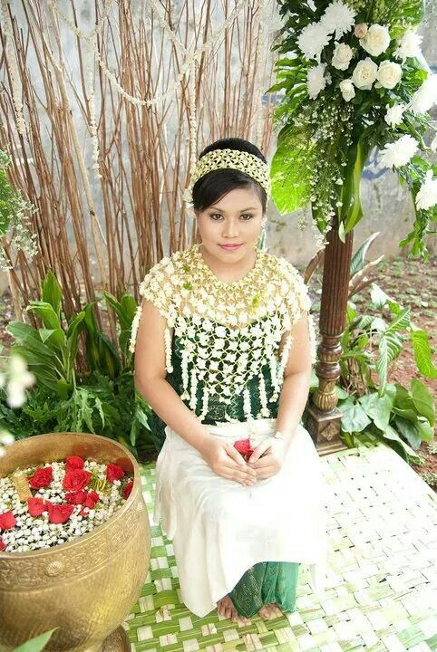 Hair do, make up and dresses on siraman ceremony javanese Indonesia
