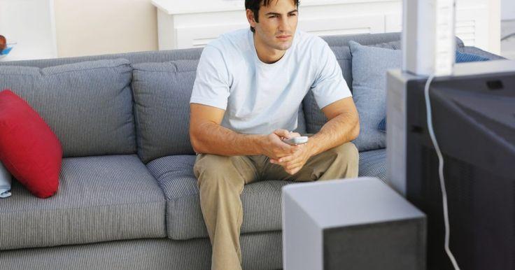 Cómo mejorar el sonido de un nuevo televisor sin gastar demasiado dinero. Generalmente los altavoces integrados en un televisor están destinados simplemente para el propósito de producir sonido; es por esto que no ayudan mucho a mejorar la calidad. Si adquiriste un nuevo televisor y deseas mejorar la calidad del sonido junto con tu nueva adquisición, no tienes que gastar una cantidad de dinero excesiva en un sistema de ...