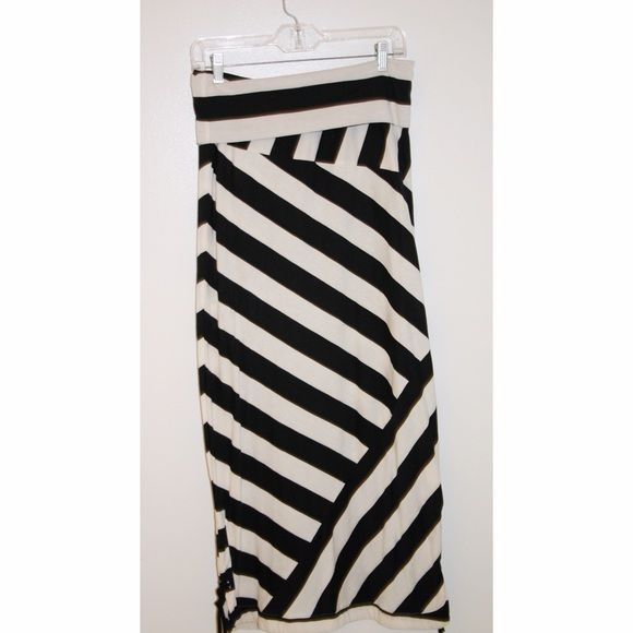 Black and white maxi skirt Black and white maxi skirt with tie detail at the bottom(shown in picture) nice and lightweight. Skirts Maxi
