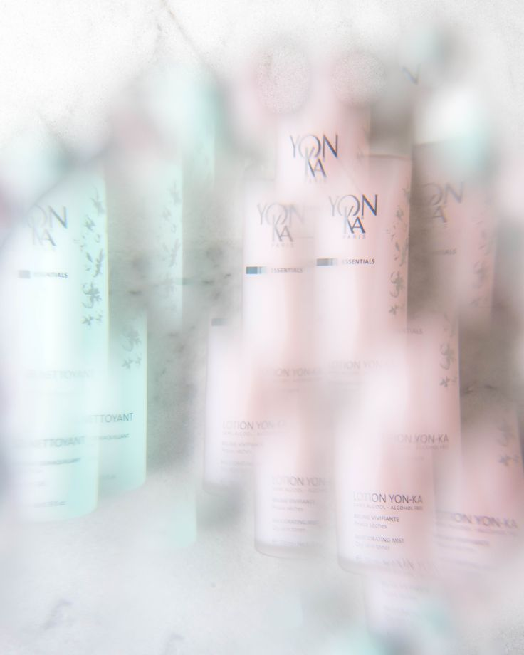 Gilla recommends this Yonka cleansing gel and toner appropriate for all skin types, even sensitive! The cleansing gel gently cleanses and removes makeup from the skin. Purifying and reviving the skin, leaving it soft and comfortable. Where as the toner sanitizes and invigorates the skin. Containing lavender & rosemary essential oil. For morning and night routine.