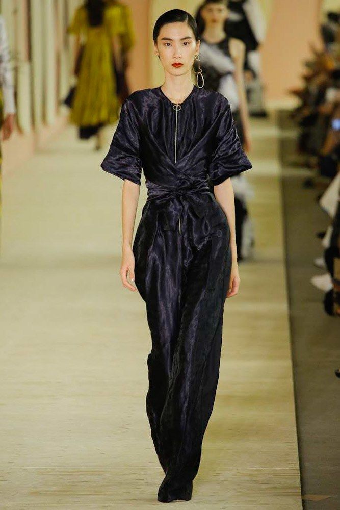 Roksanda Spring 2017 Ready-to-Wear Collection Photos - Vogue