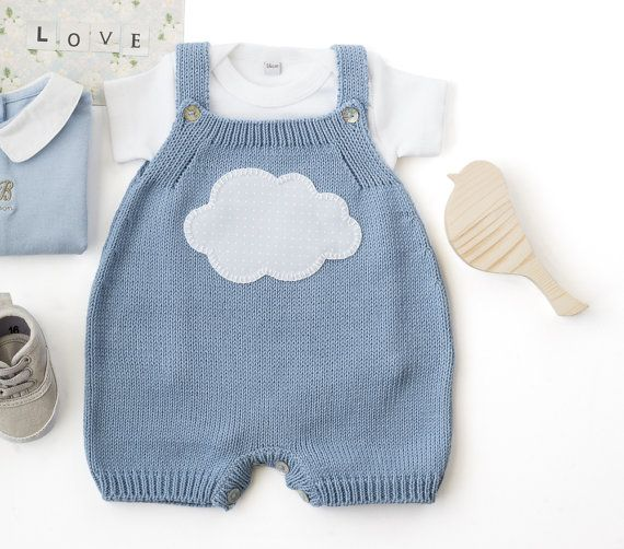 Knitted overalls in sky blue with a cloud. 100% by tenderblue