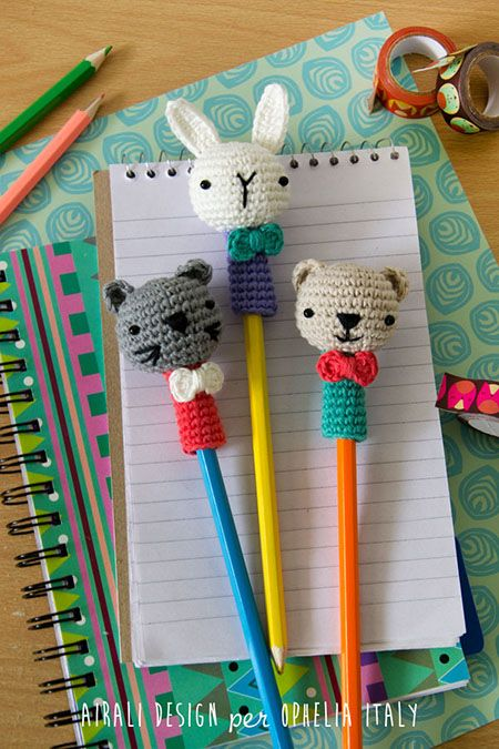 Cute crochet pencil toppers: free pattern, translation needed