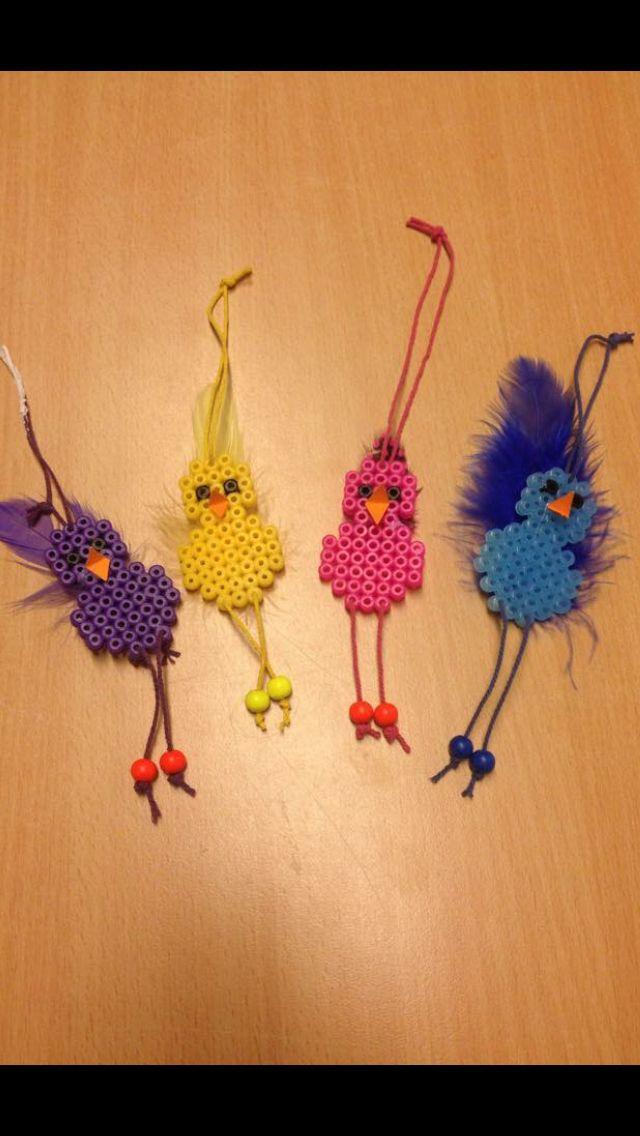 Kycklingar av nabbipärlor.