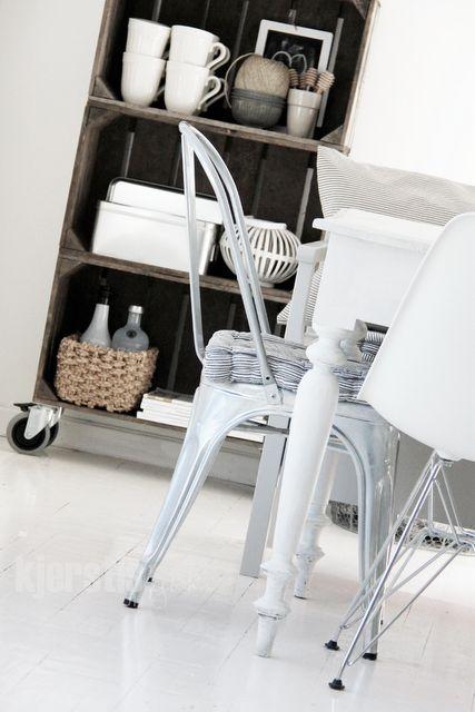 Como puedes convertir un cajon o caja de fruta reciclado en diferentes tipos de mobiliario, estanterías, mesas, revisteros, camas…todo un mundo por descubrir y sin gastar dinero