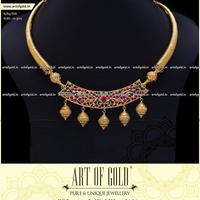 addc67ef54538 The ever stylish Kanti Necklace with a Kemp Kundan Pendent. #Gold ...
