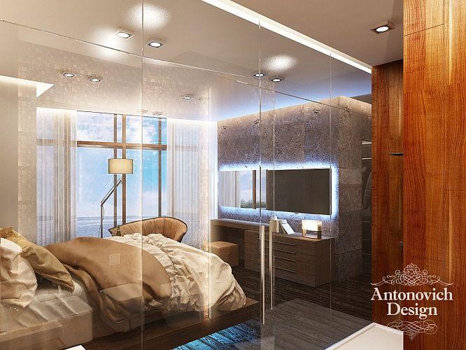 Серый потолок со встроенными светильниками в стиле хай-тек скромно подчеркивает интерьер класса люкс.