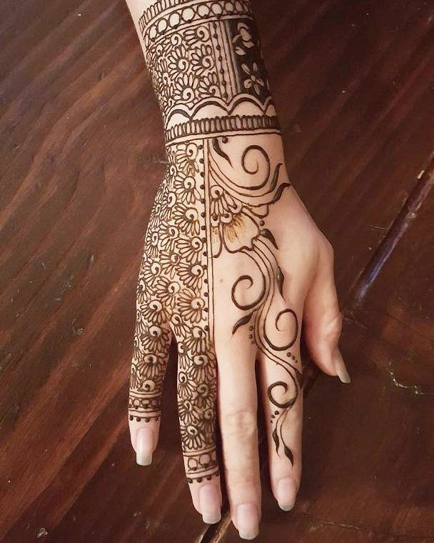 Ready for my next henna event this Saturday! Come see me at Monster Market Phoenix at The Moxy in Tempe! Get 20% off your entry fee by using the coupon code GEEKLY  Original design by me :) #henna #hennafun #handhenna #hennatattoo #halloween #cultclassics #mehndi #elegant #beauty #love