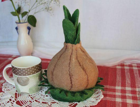Войлочная грелка для заваривания чая на чашку, бокал `Чипполино`. Валяная грелка на чайник изготовлена вручную. Автор Дурыгина Елена.