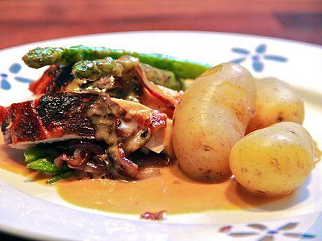 Ugnsstekt saffranskalkon med kokt potatis | Recept från Köket.se