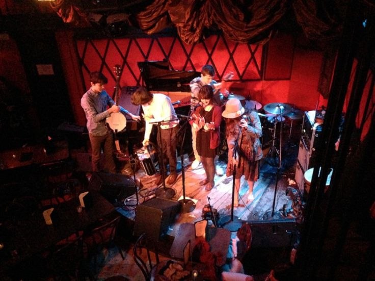 """12.Jan. 21, NYC: The Hunts perform a cozy set in Manhattan in the middle of a """"Winter of '14"""" snow storm."""