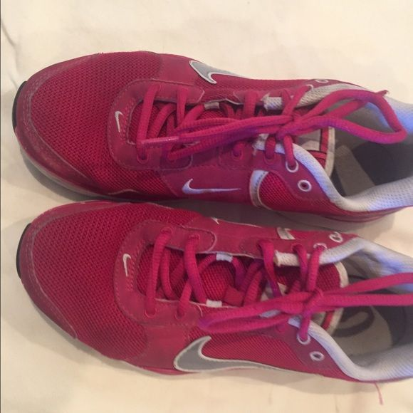 Pink Nike tennis shoes These pink nike tennis shoes are used and have been worn, they do show some signs of wear but are in overall good condition Nike Shoes Sneakers
