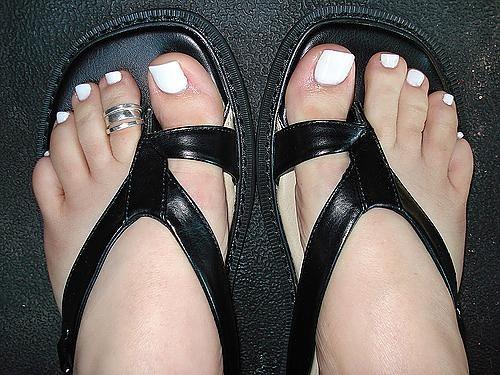 white toe nail polish white toe nails looks pretty and clean too :)