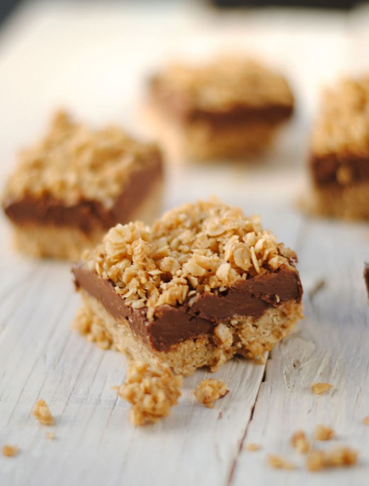 Leanne bakes: No-Bake Peanut Butter & Chocolate Oat Bars: Baking Peanut, Chocolates Oats, Blog Recipe, Butter Chocolates, Butter Oats, Chocolates Bar, Oats Bar, Leanne Baking, Peanut Butter
