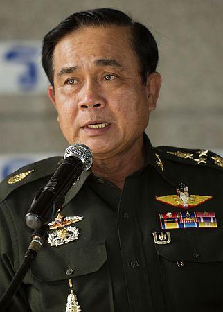 20日、タイ・バンコクで記者会見するプラユット陸軍司令官(AFP=時事) ▼20May2014時事通信 対話解決を模索=戒厳令「安定回復まで」-タイ陸軍司令官が表明 http://www.jiji.com/jc/zc?k=201405/2014052000830 #Prayut_Chan_O_Cha #Prayuth_Chan_ocha