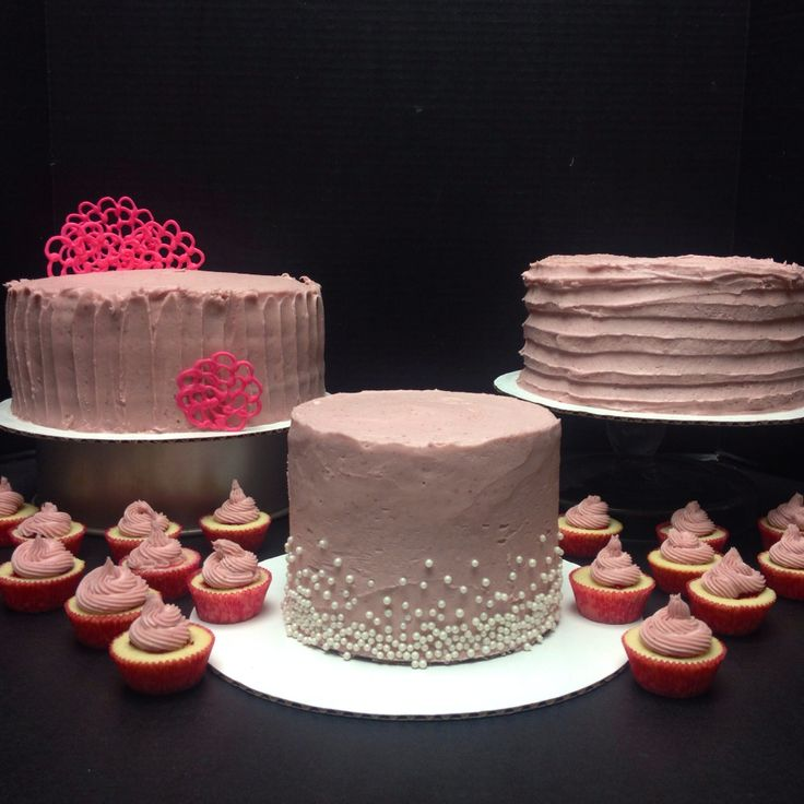 ... cakes with raspberry filling and white chocolate raspberry buttercream