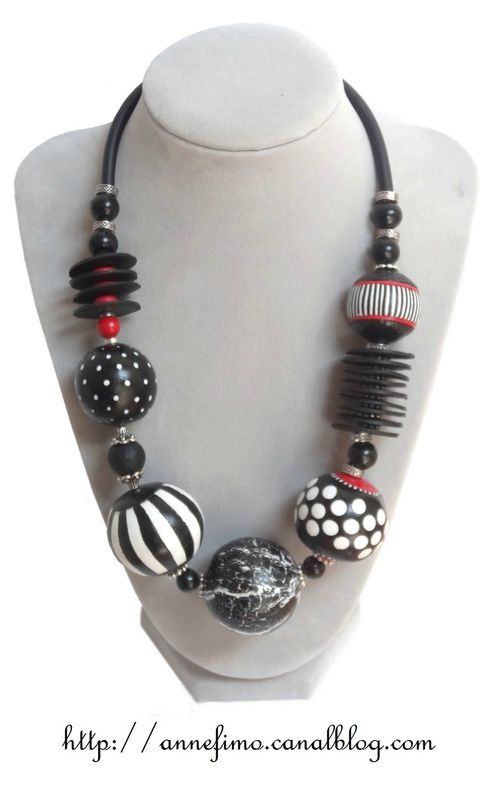 Graphic necklace by annefimo. Made from polymer clay.