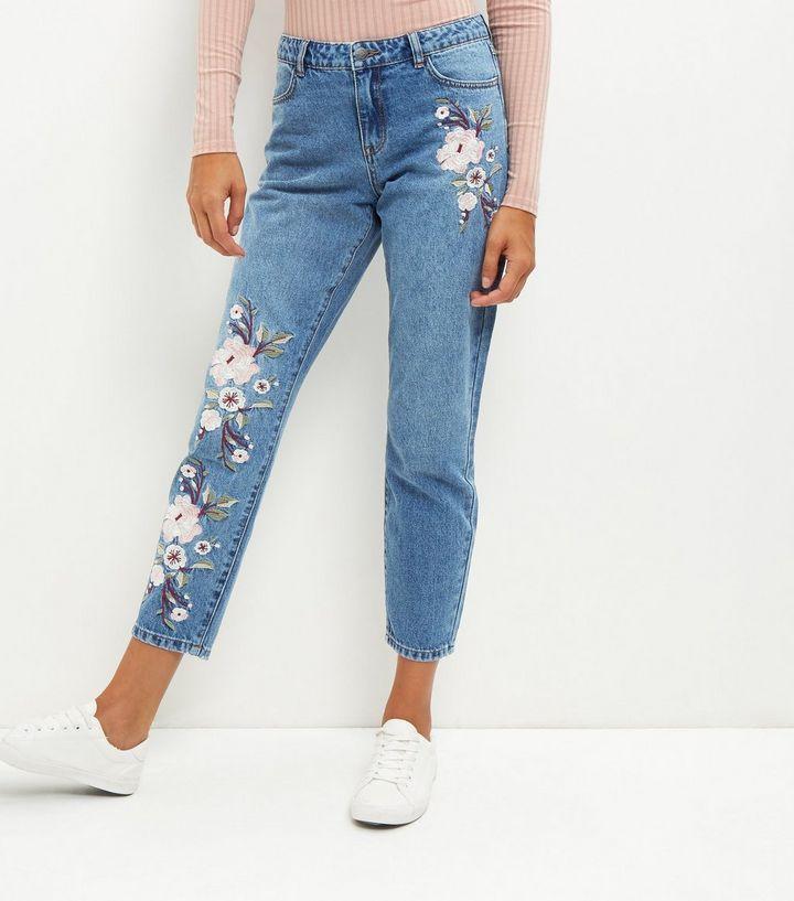 Blaue Straight Jeans mit Blumenstickerei | New Look