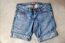 Tutorial: Longish cut-off jean shorts with rolled cuffs · Sewing | CraftGossip.com