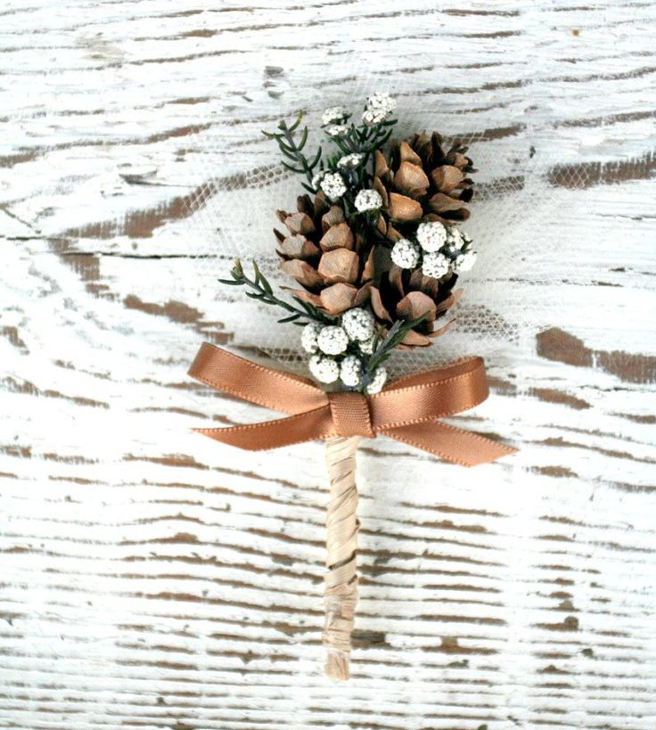 This pine cone boutonniere is perfect for fall weddings! By The Sunny Bee.  P.S. It never wilts and lasts forever!