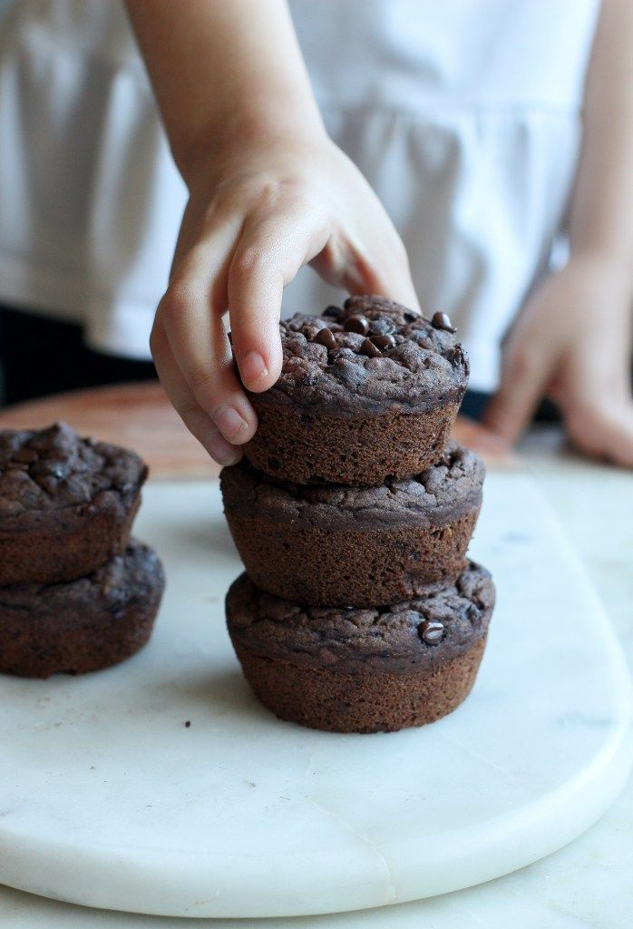 Vegan Banana Chocolate Muffins (gluten-free) // apolloandluna.com